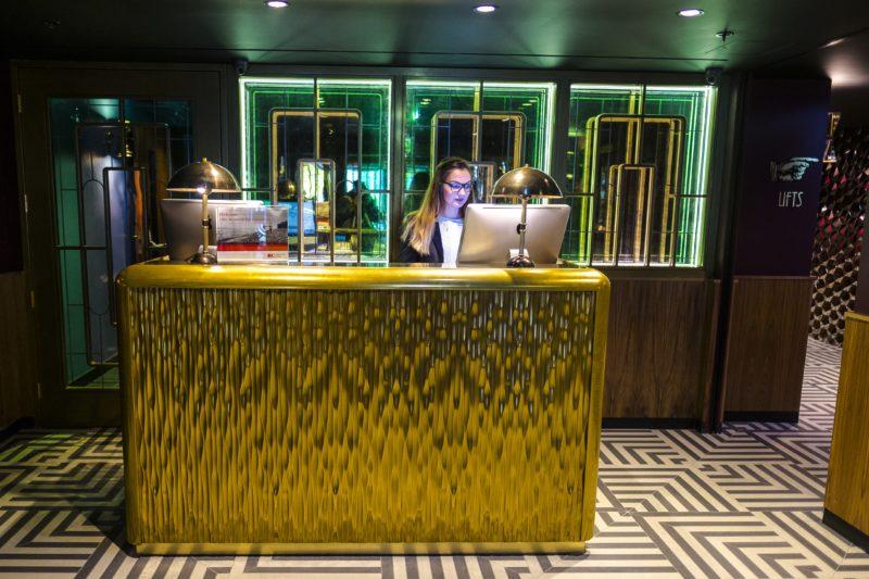 Hotel Indigo London 1_Reception