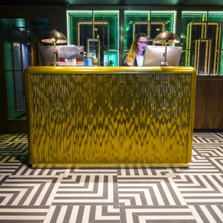 Hotel Indigo London 1_Reception2