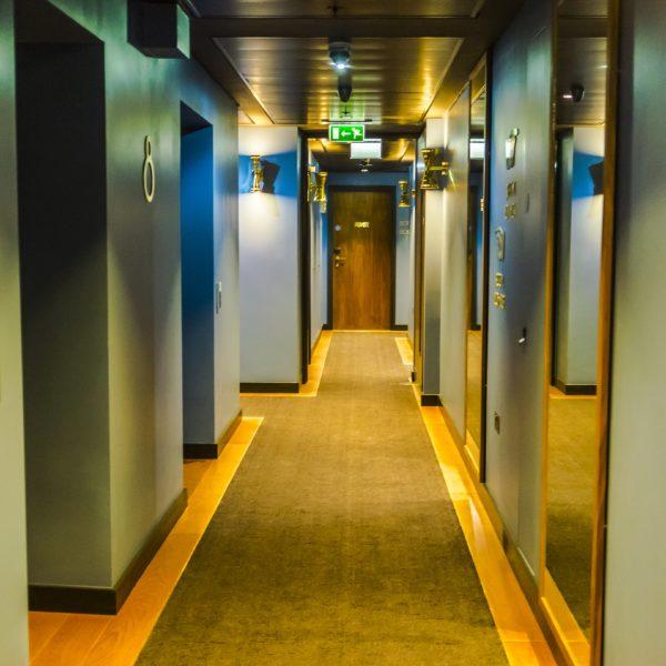 Hotel Indigo London_Hallway